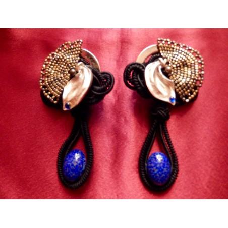 Imposantes boucles d'oreilles Yves Saint Laurent de défilé