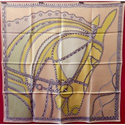Carré foulard Hermès Robe...